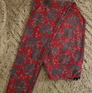 Very good condition. LuLaRoe OS Leggings